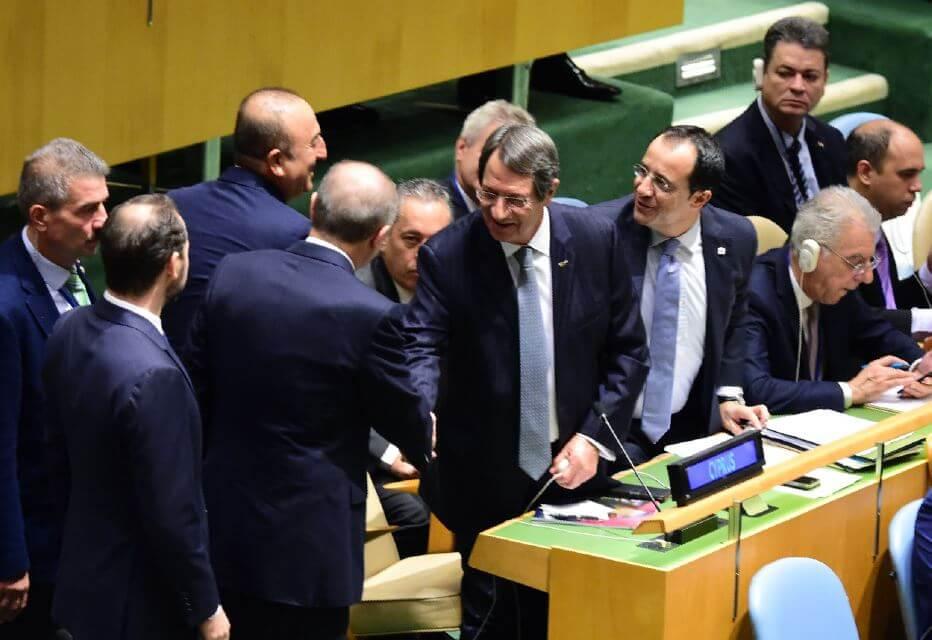 Анастасиадис и Эрдоган неожиданно обменялись рукопожатиями в Нью-Йорк