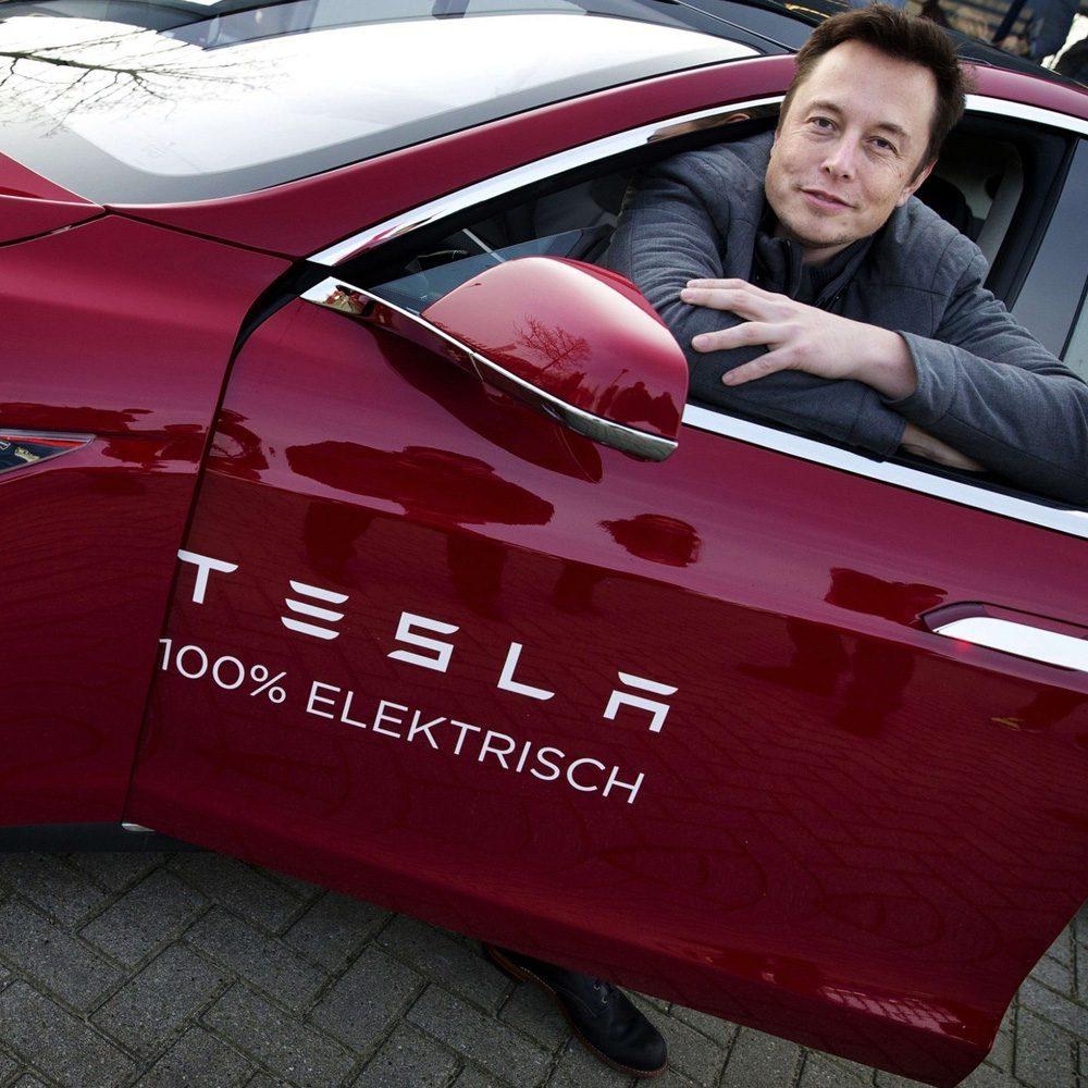 Илона Маска отстранили от руководства Tesla на три года