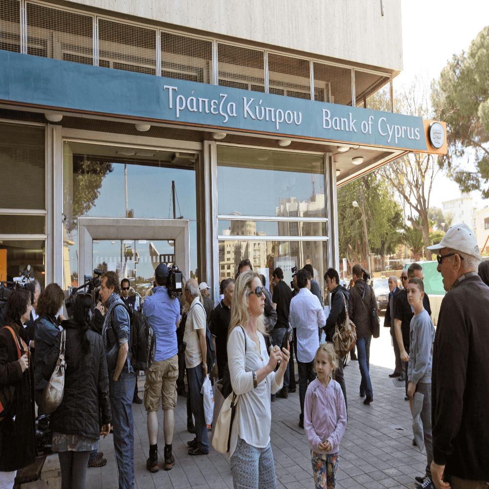 Уволен по собственному желанию: очередная волна сокращений в банках Кипра