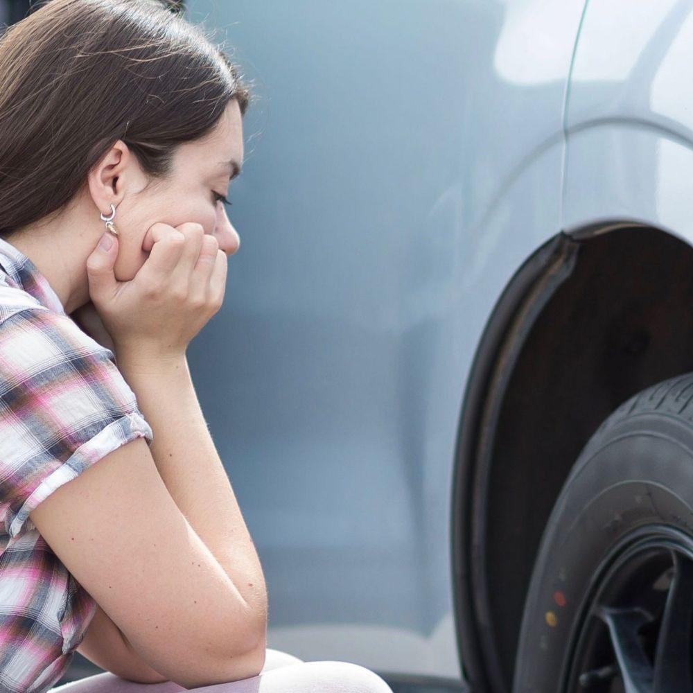 В Лимассоле прокалывают колеса автомобилей и грабят их владельцев