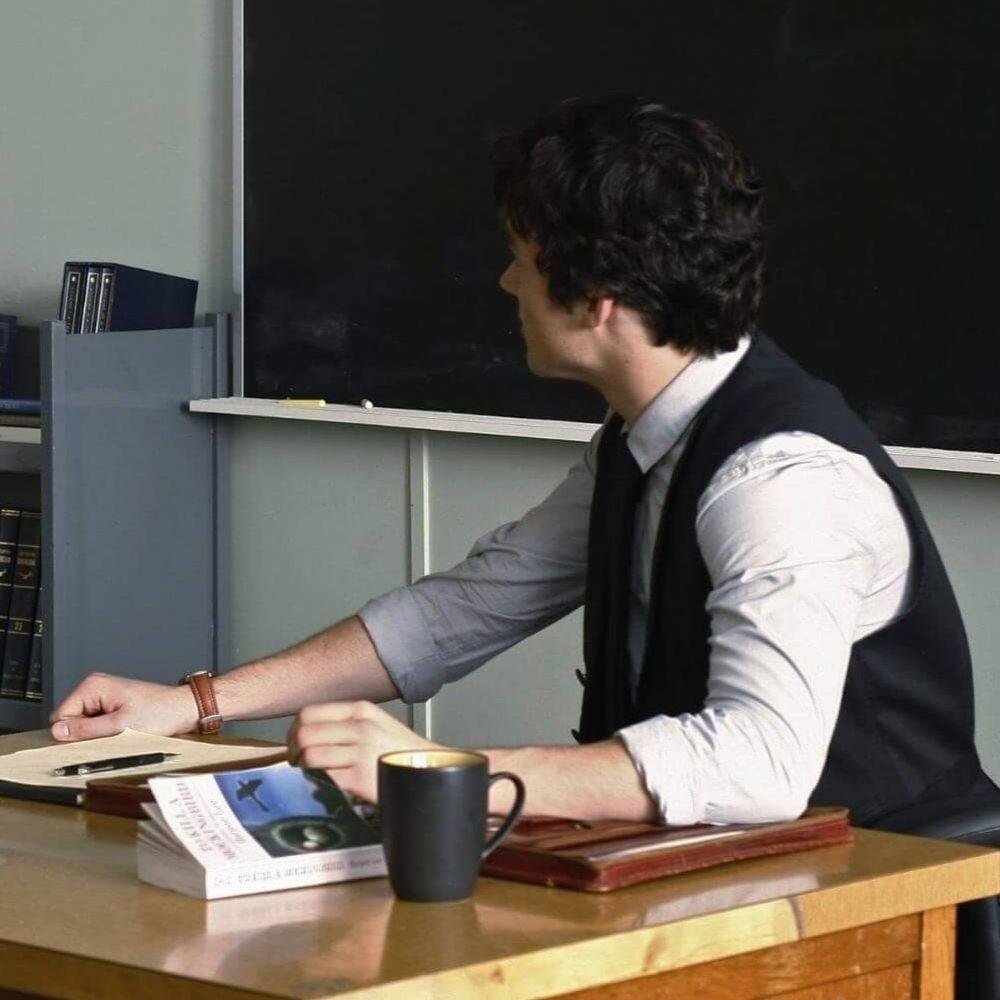 Учителю дали год тюрьмы за приставания к ученицам