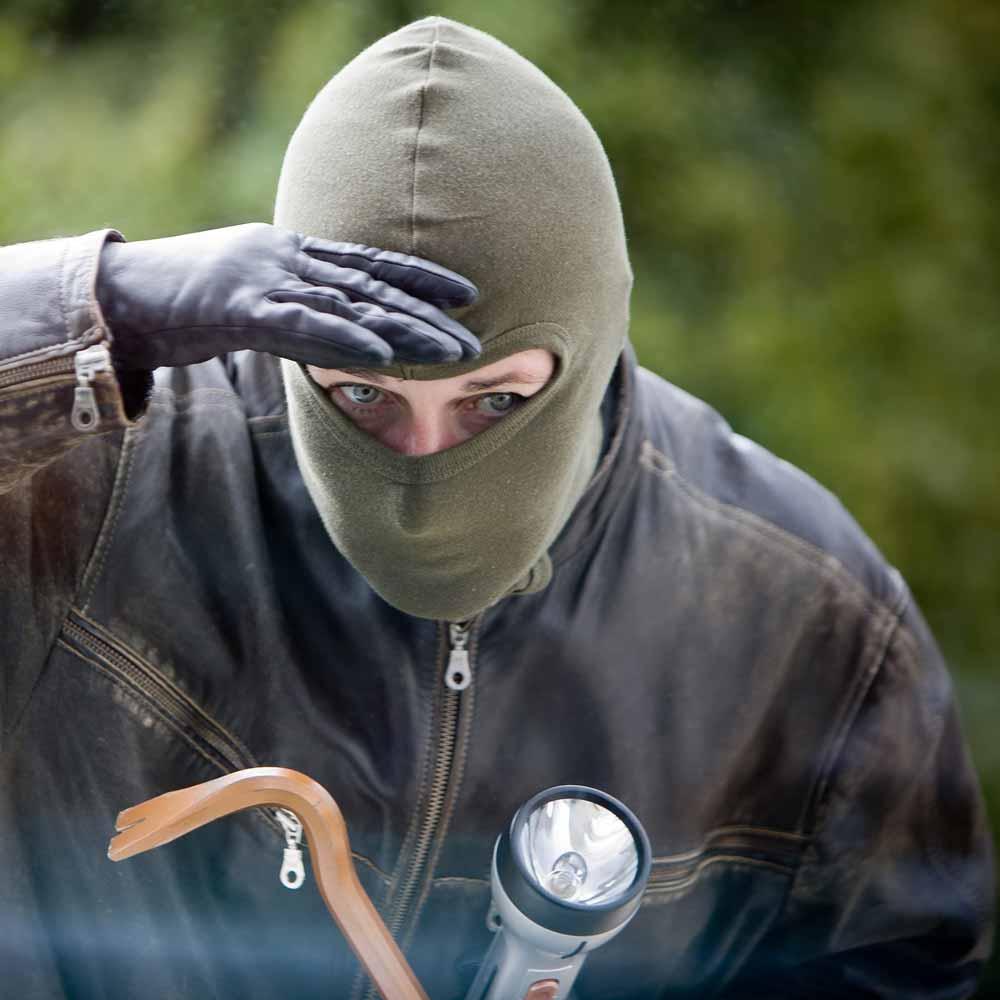В Пафосе украли драгоценности и наличные, а в Лимассоле ограбили сотрудницу букмекерской конторы