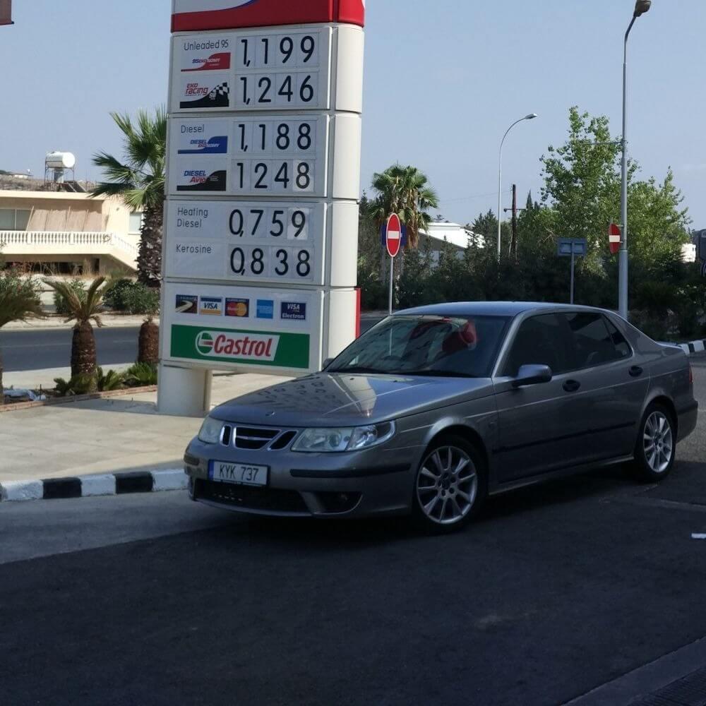 На Кипре продолжает дешеветь бензин