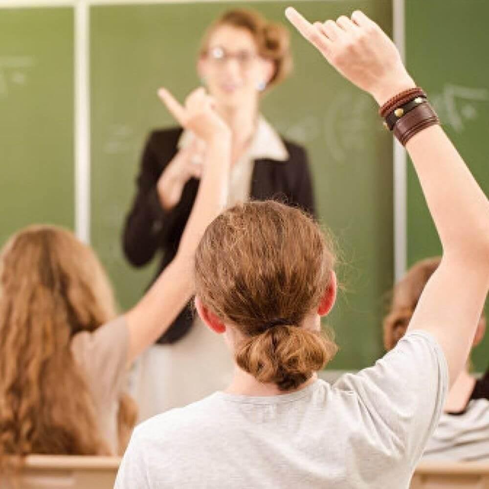 Российские эксперты подсчитали максимальное время, которое школьники могут тратить на уроки