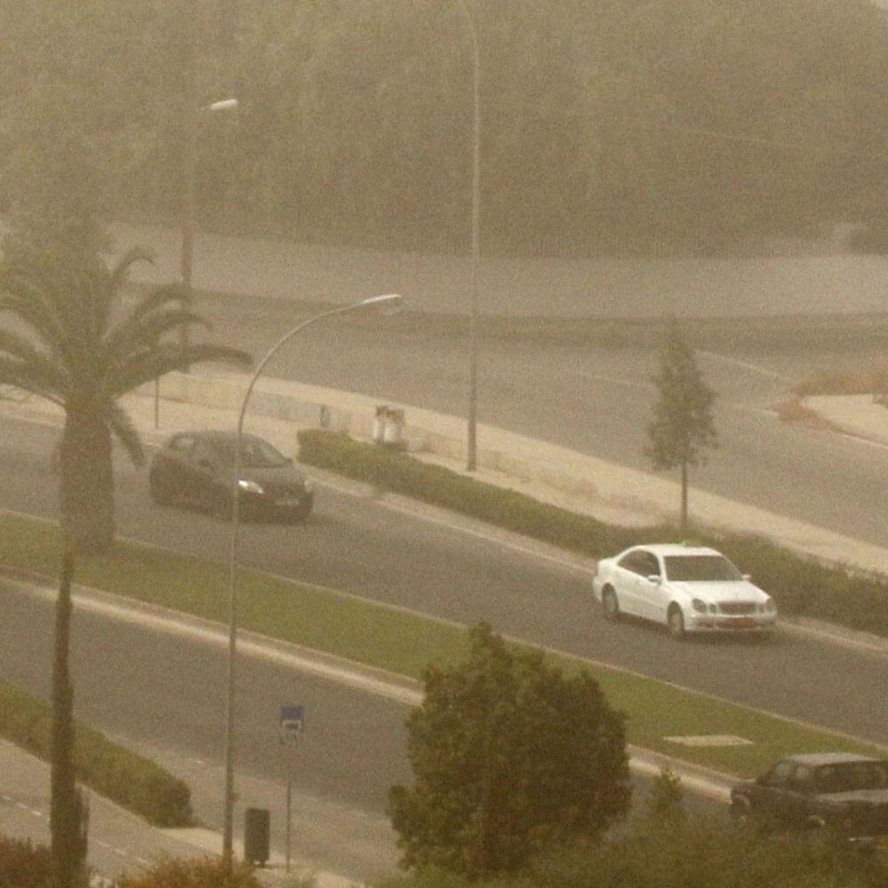На Кипре снова пыльно: от оранжевого до красного уровня погодной опасности
