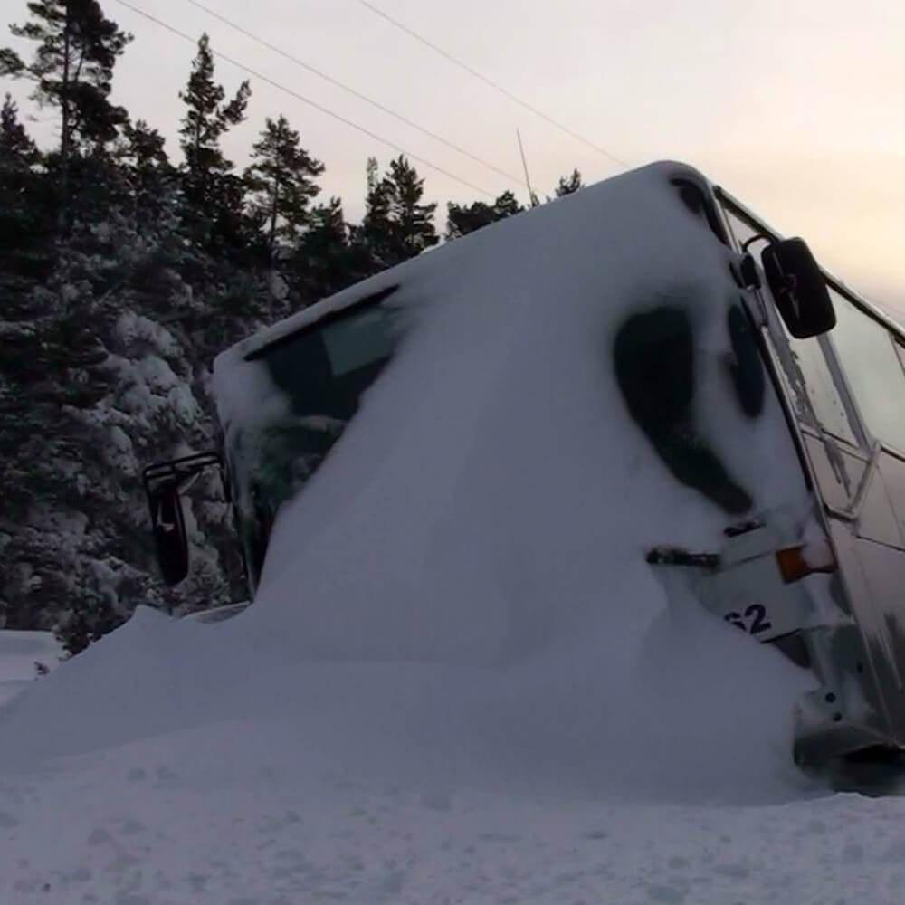 В плену у снега: в Троодосе застрял автобус с 25-ю туристами