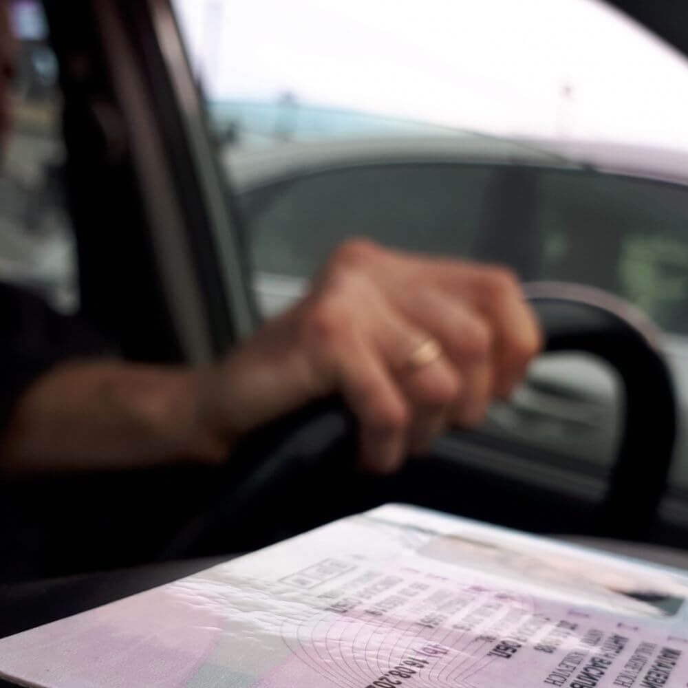 5 месяцев на получение водительских прав в Лимассоле: всё больше молодых водителей ездят без них